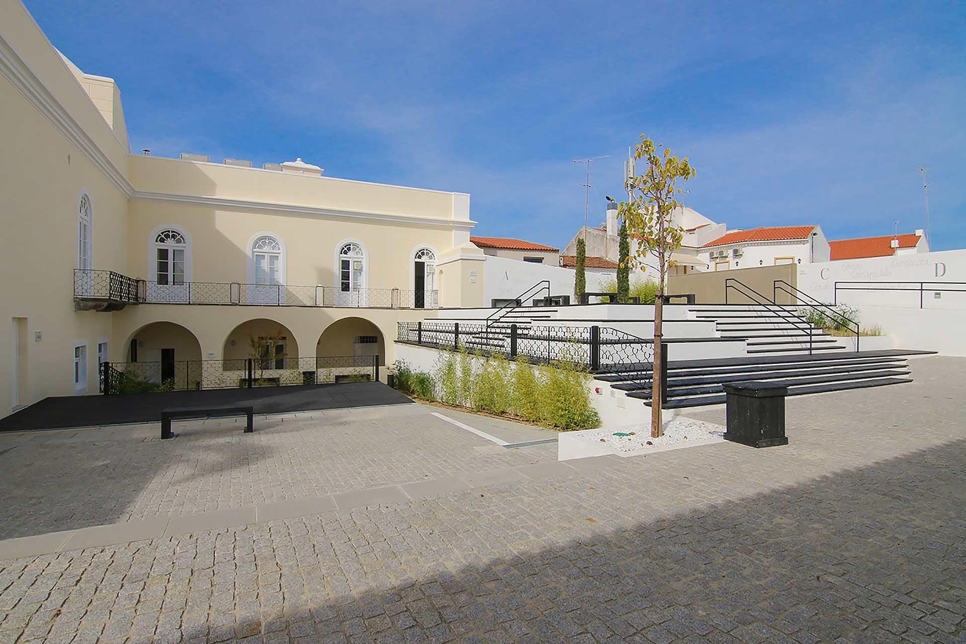 Biblioteca Municipal de Reguengos de Monsaraz recebe ação de risoterapia